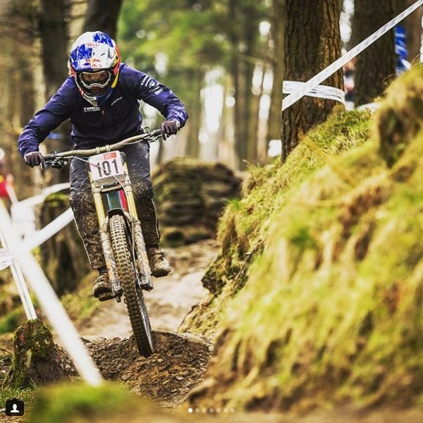 Rachel Atherton mulheres no downhill