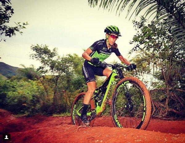 Viviane Favery mulheres no mountain bike